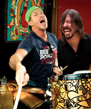 VIDEO RECUERDO | Los Foo Fighters quisieron sacar de quicio a los RHCP en medio de un show