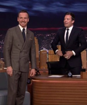 VIDEO | El desafío de 'Air Guitar' entre Jimmy Fallon y Michael Fassbender