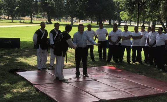 VIDEO | Joaquín Lavín le enseña Artes Marciales a guardias municipales