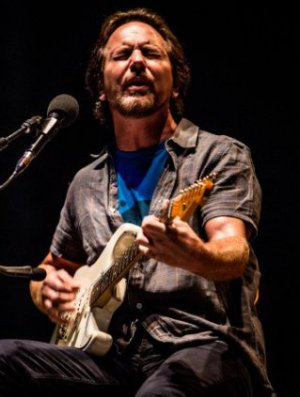 VIDEO | Escucha 'Share The Light' la nueva canción de Eddie Vedder