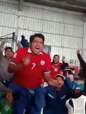 VIDEO | El divertido video del hincha chileno perdiendo el control que se viralizó durante Chile-Ecuador