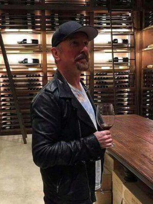FOTOS | The Edge de U2 llegó antes a Chile para tomar vino