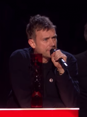VIDEO | ¿Qué pasó? La errática conducta de Damon Albarn en los Brit Awards