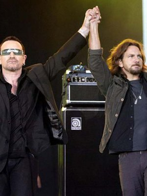 VIDEO | Mira a Eddie Vedder tributar a U2 en Brasil