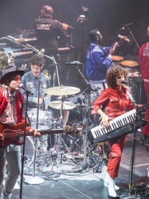 VIDEO | Mira el homenaje de Arcade Fire a The Cranberries en Irlanda