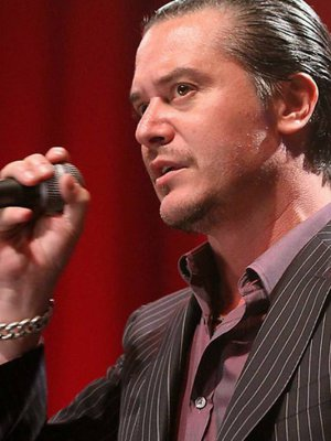 VIDEO | Mike Patton interpretó 'Que he sacado con quererte' y 'Retrovertigo' en Italia