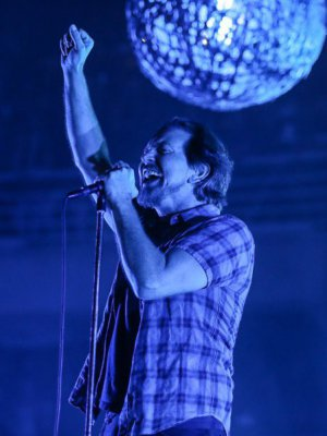 VIDEO | Pearl Jam no para: Ahora se lucieron con cover a David Bowie