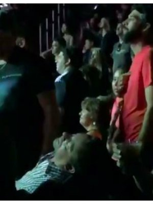 VIDEO | Fan se quedó profundamente dormido en pleno show de The Smashing Pumpkins en Las Vegas