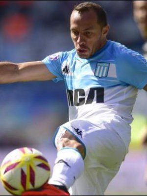 "VIDEO | ""Chileeeno, Chileeeno"": El emocionante canto de la barra de Racing Club a Marcelo Díaz"