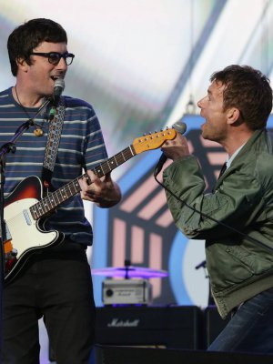 "VIDEO | Al ritmo de Blur: Gorillaz tocó ""Song 2"" con Graham Coxon en la guitarra"