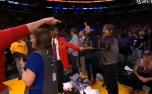 Vocalista de Red Hot Chili Peppers, expulsado de un juego de NBA