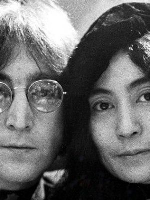 Cineasta tras 'Dallas Buyers Club' dirigirá biopic sobre John Lennon y Yoko Ono
