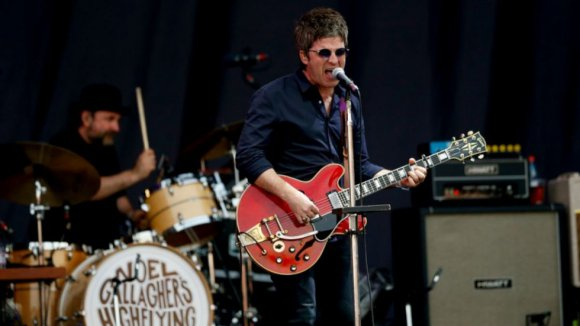 Noel Gallagher criticó a Alexis Sánchez en concierto en Chile