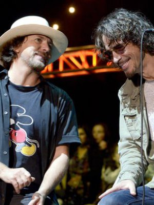 "VIDEO | ""A mi hermano"": el emotivo homenaje de Eddie Vedder a Chris Cornell tras interpretar ""Long Road"""