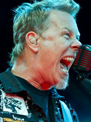 FOTOS | Revelan primera imágenes del debut actoral de James Hetfield