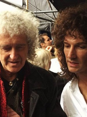 VIDEO | Así le enseñó Brian May al actor que lo interpreta en 'Bohemian Rhapsody' a tocar la canción titular
