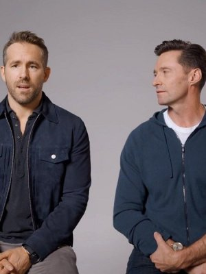 VIDEO | Hugh Jackman rompe la tregua y barre el piso con Ryan Reynolds en divertido spot