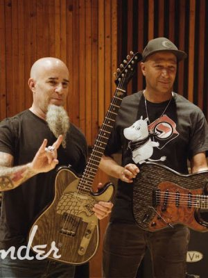 VIDEO | Tom Morello y Scott Ian auspician las nuevas guitarras de 'Game Of Thrones'